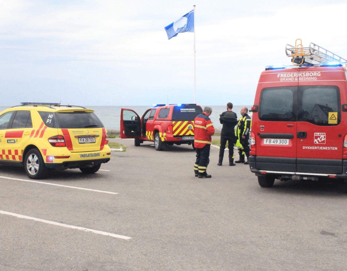 Frederiksborg Brand og Redning rykkede massivt ud til en fiskekutter, der tog vand ind ud for Gilleleje Havn tirsdag morgen. Klik videre for flere billeder. Foto: Presse-fotos.dk