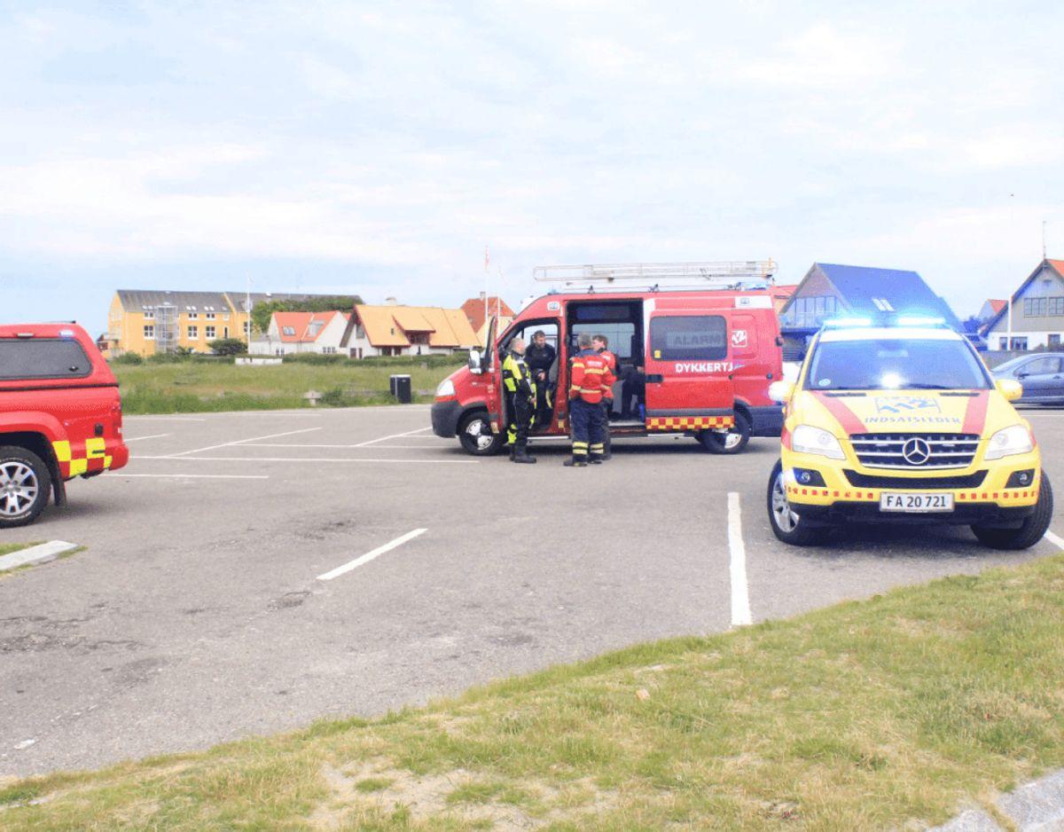 Frederiksborg Brand og Redning rykkede massivt ud til en fiskekutter, der tog vand ind ud for Gilleleje Havn tirsdag morgen.  Foto: Presse-fotos.dk