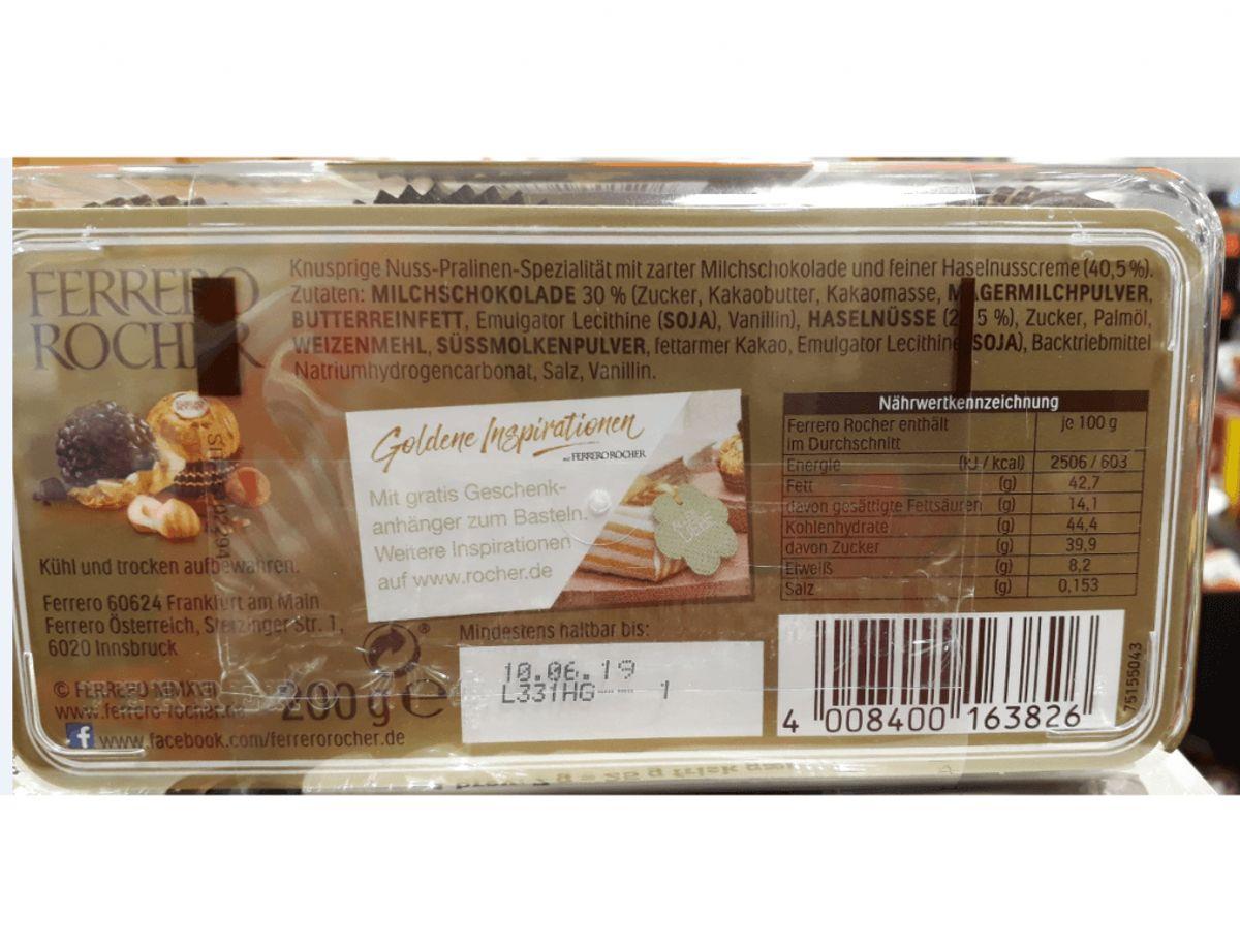 Problem: Ferrero Rocher uden dansk varedeklaretion Hvilken fødevarer: Ferrero Rocher  (se billeder: 1     2) Holdbarhedsdato: alle uden dansk deklaration. EAN: 4008400163826 Nettoindhold: 200g  Solgt hvor: Lidl Danmark's butikker landet over. Risiko: Personer med allergi over for mælk, hasselnødder, hvedemel (gluten) og soja kan opleve sygdom ved indtagelse af produktet. (Foto: Fødevarestyrelsen)