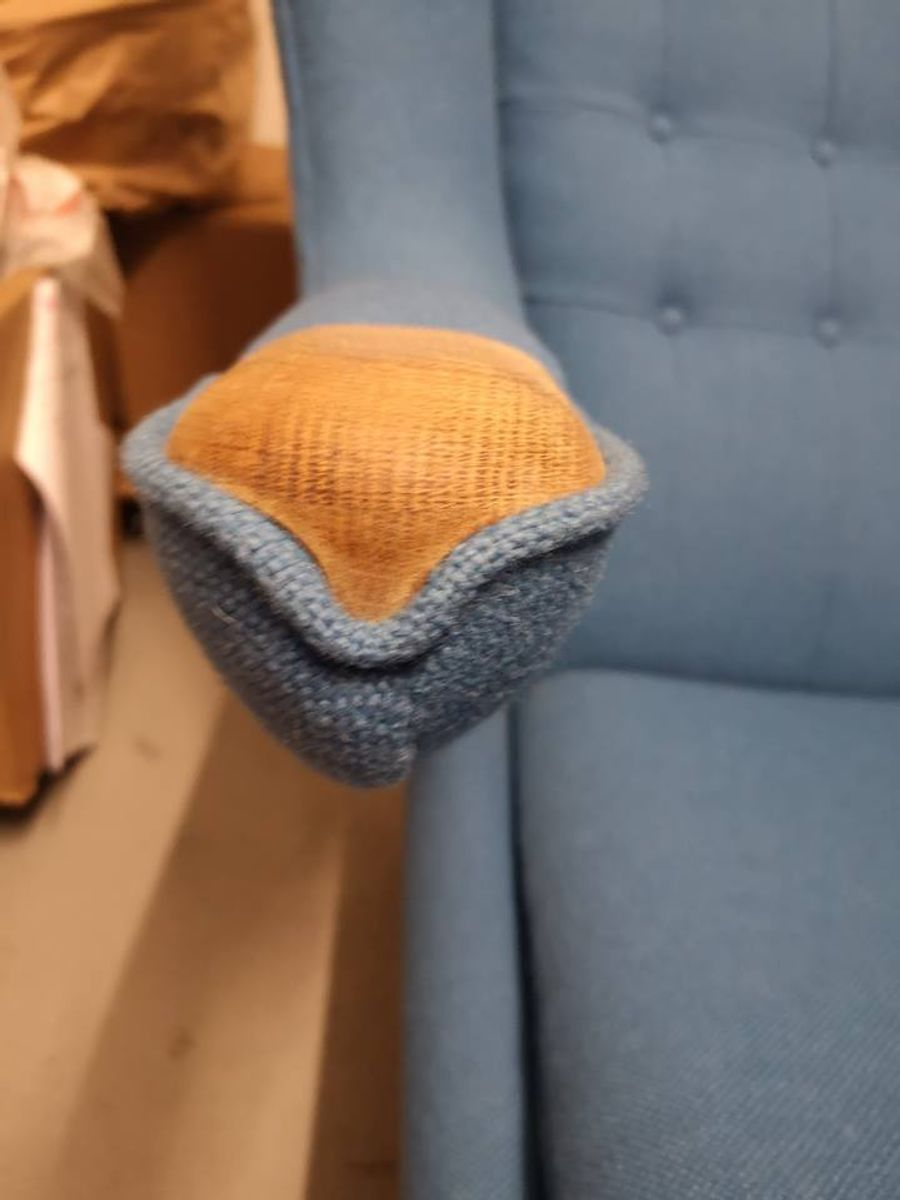 Sådan ser den mystiske stol ud. Kand du genkende den? KLIK for flere billeder. Foto: Nordjyllands Politi.