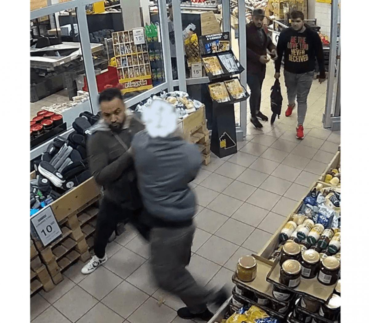 De tre røvere ses her – butiksdetektiven er sløret.  KLIK FOR MERE (Foto: Sydøstjyllands Politi)