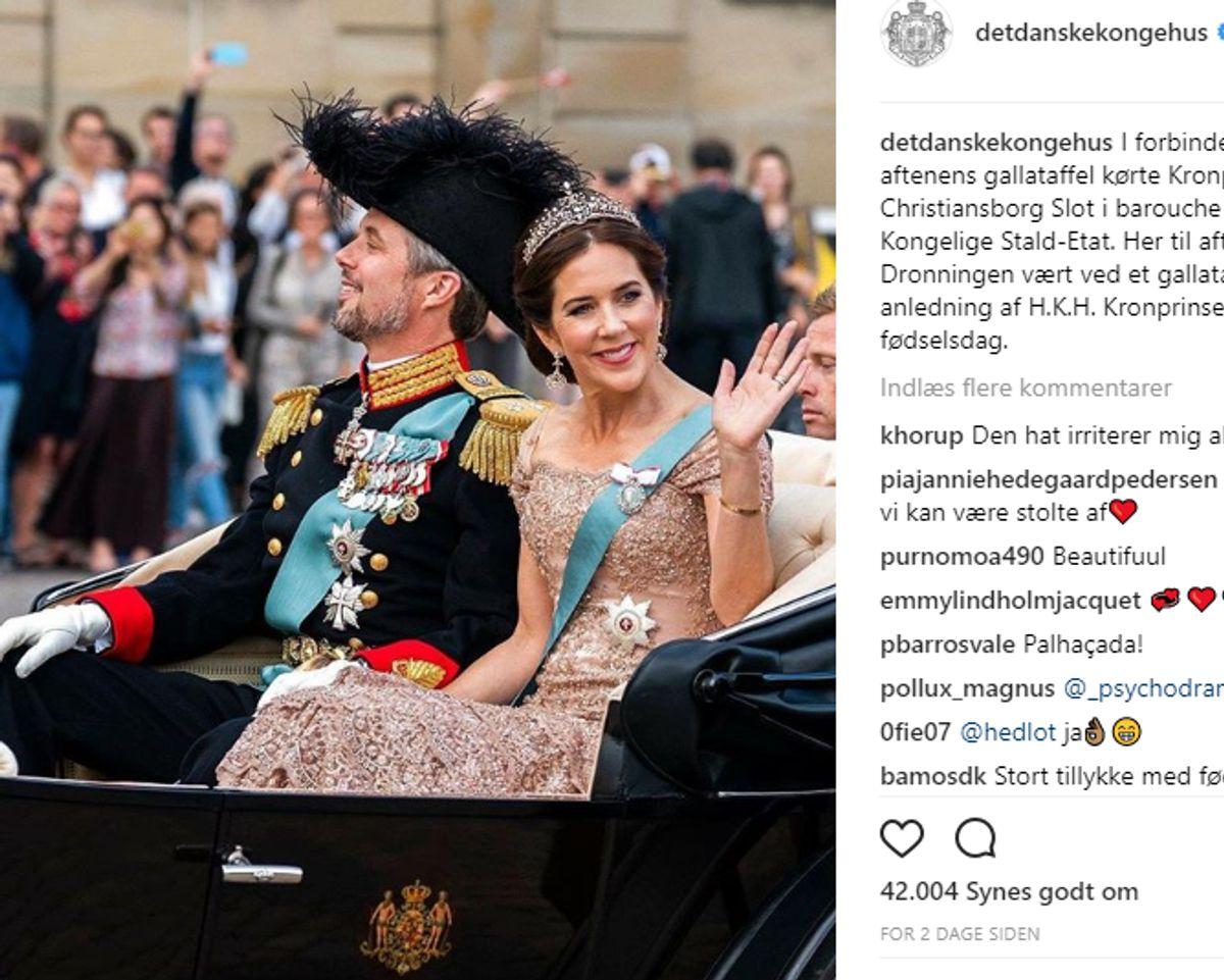 """Nummer 9: Dette dejlige opslag fra karetturen inden fødselsdagsfesten har hentet 42.004 """"likes"""". Dermed er billedet strøget ind på hitlisten over de ti mest berømmede øjeblikke på kongehusets Instagram-profil, hvor der er tæt på 650 opslag. Screendump: Kongehuset"""