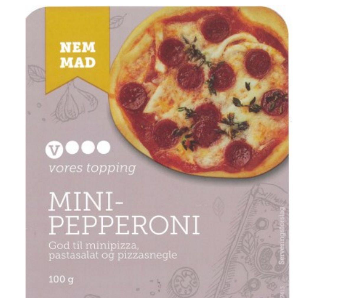 """Metalstykker i Mini Pepperoni: Mini Pepperoni, i 100 g og 400 g´s pakker. Pakkedatoer: 20.02.18, 22.02.18 samt 26.02.18 Bedst før datoer: 20.03.18, 22.03.18 samt 26.03.18 EAN kode: 5701483174114 Solgt hvor: """"Vores"""" er solgt i Føtex / Bilka i hele landet. Årsag: Der er fundet metalstykker i nogle pakninger af Mini Pepperoni. Foto: FVST"""