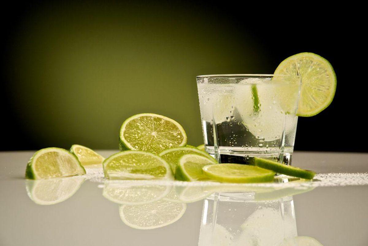 5: Brug revet citron- eller limeskal fra økologiske citrusfrugter.