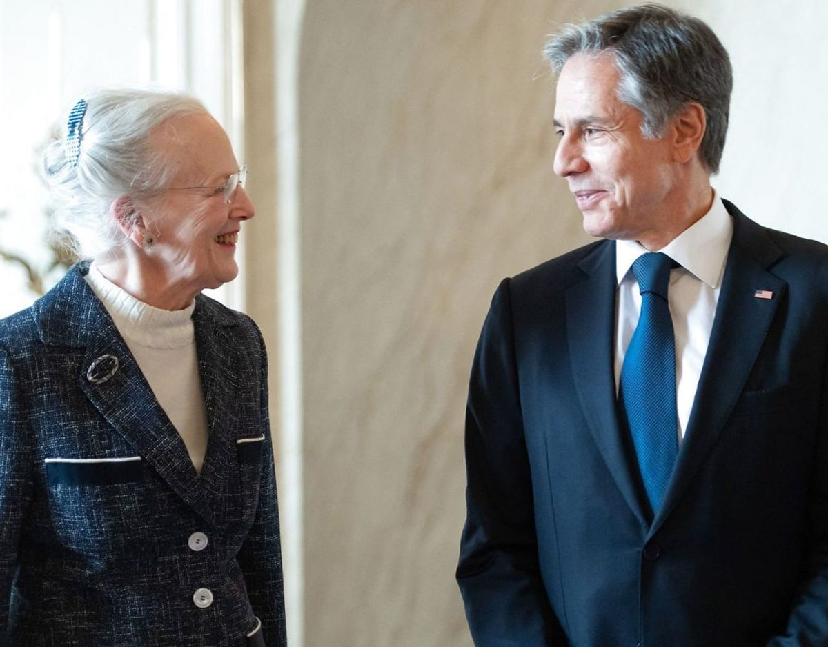 Dronningen og ministeren hilste på hinanden. Foto: Scanpix/SAUL LOEB