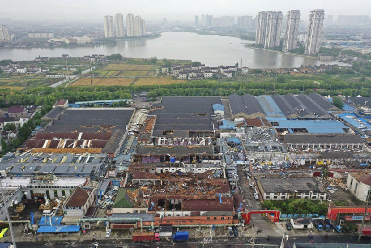 En tornado skabte fredag flere ødelæggelser i den østlige kinesiske by Shengze. Også Wuhan i det centrale Kina blev ramt i løbet af dagen. Foto: Uncredited/Scanpix