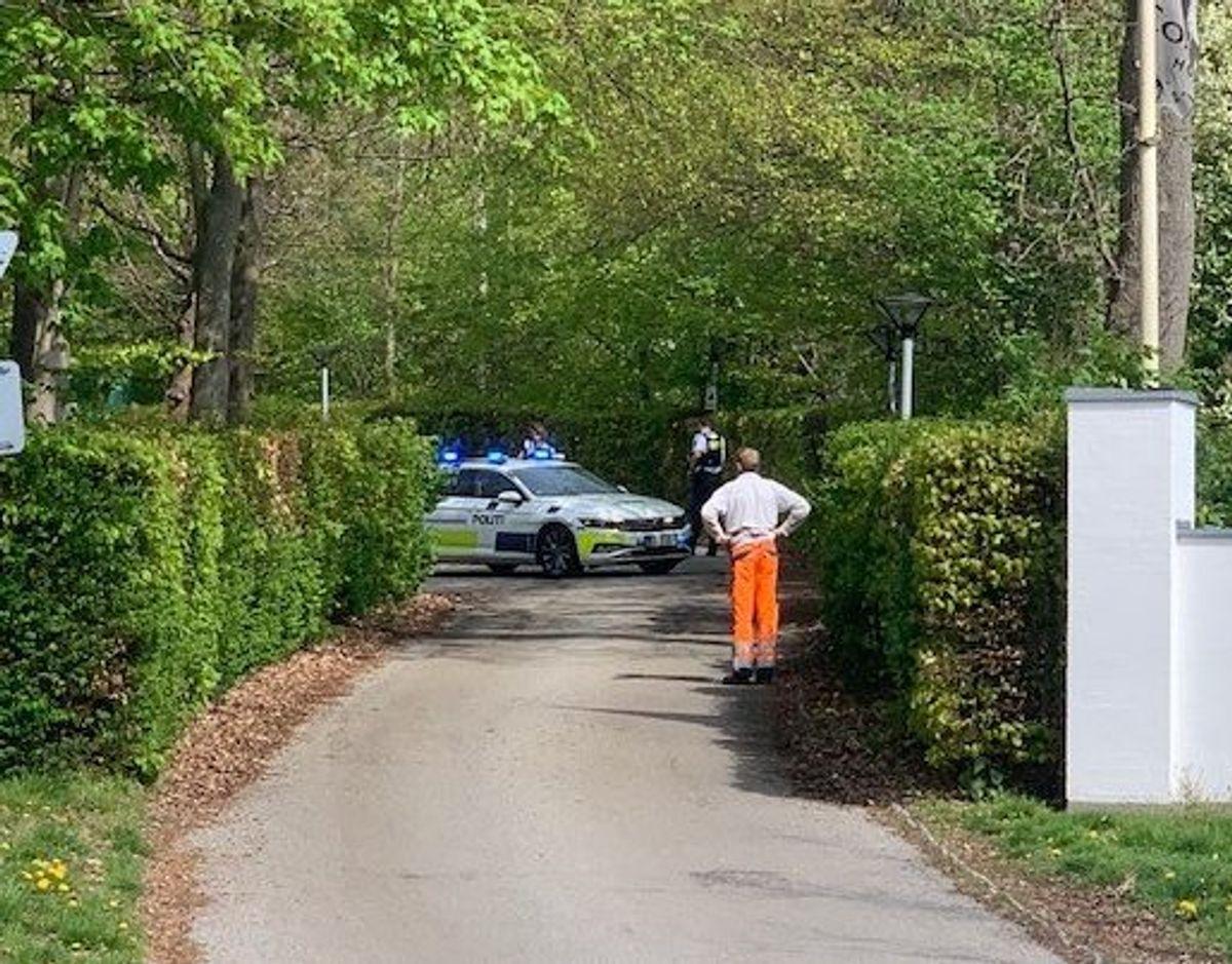 Politiet eftersøger en mand med gevær. Foto: presse-fotos.dk