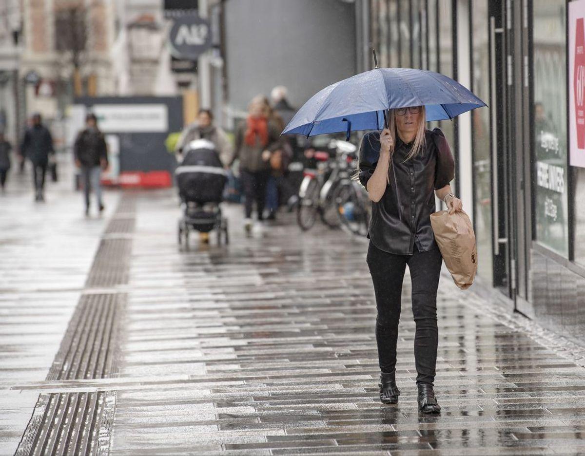 Det kommer til at regne i det meste af landet onsdag. (Foto: Bo Amstrup/Ritzau Scanpix)