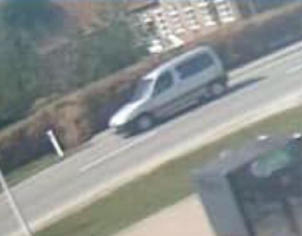 Det er føreren af denne bil, som politiet efterlyser. Foto: Midt- og Vestjyllands Politi
