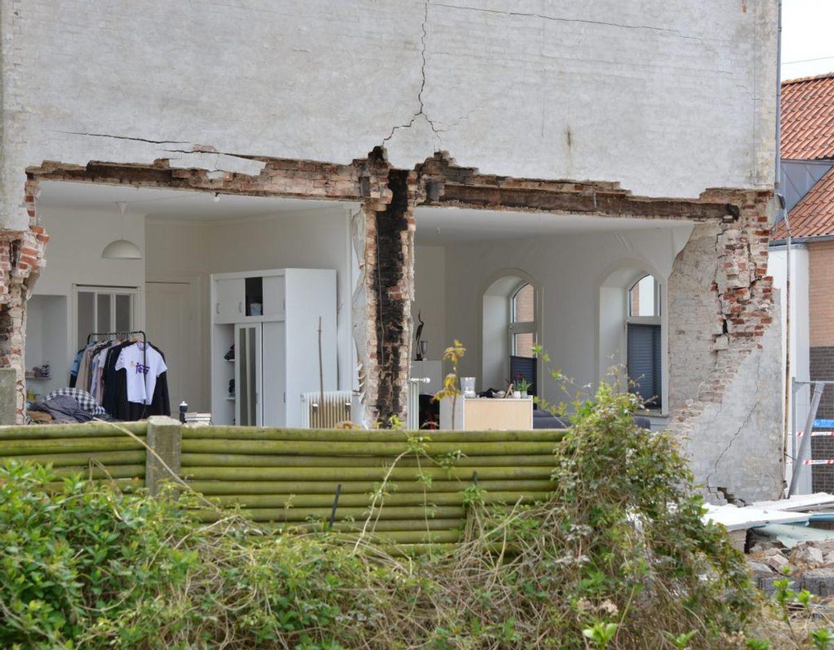 En hus gavl er væltet i Østergade i Esbjerg. Foto: Peter Langwithz Smith.