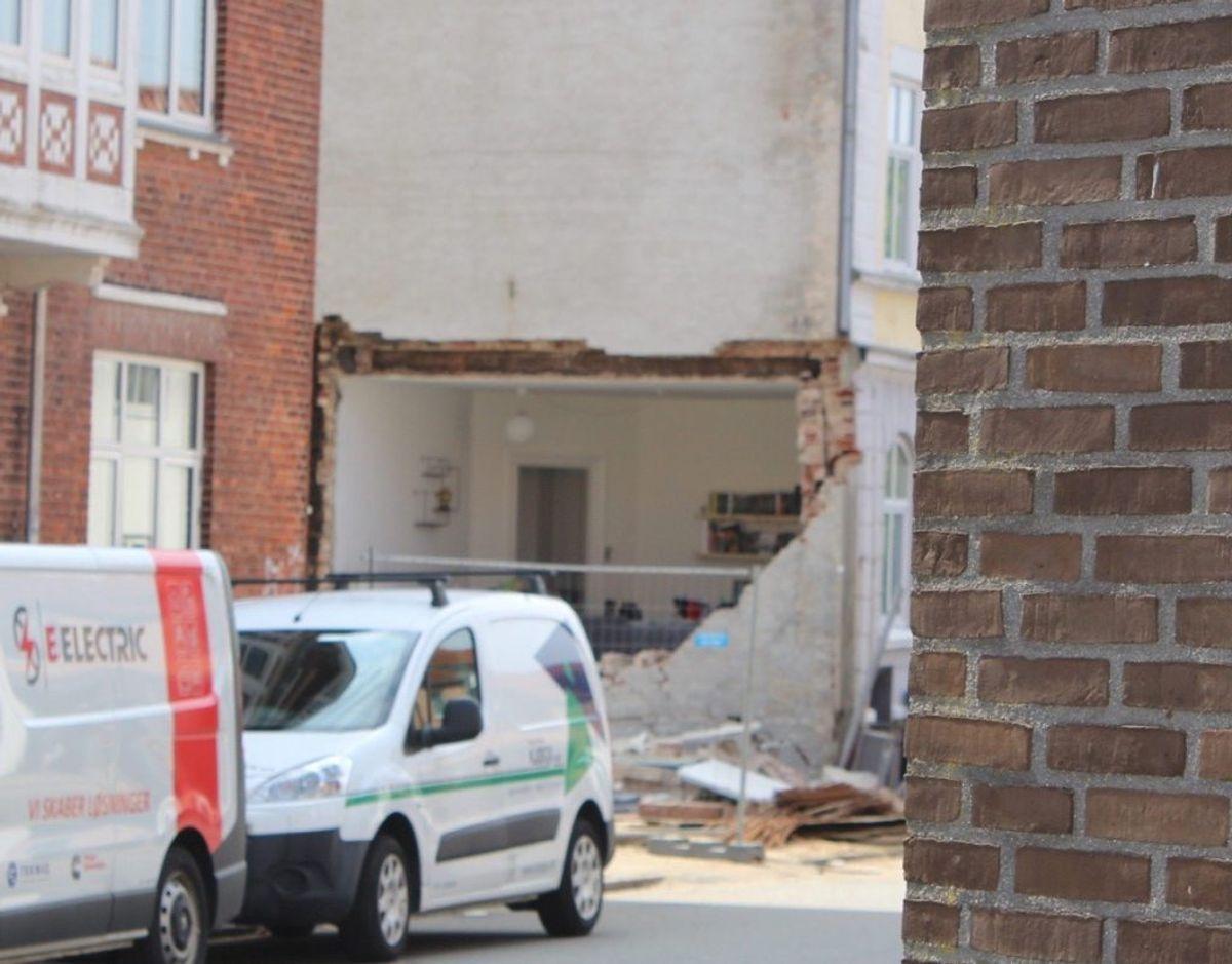 Denne ejendom er i fare for at styrte sammen. Derfor er beboerne blevet evakueret. Foto: presse-fotos.dk