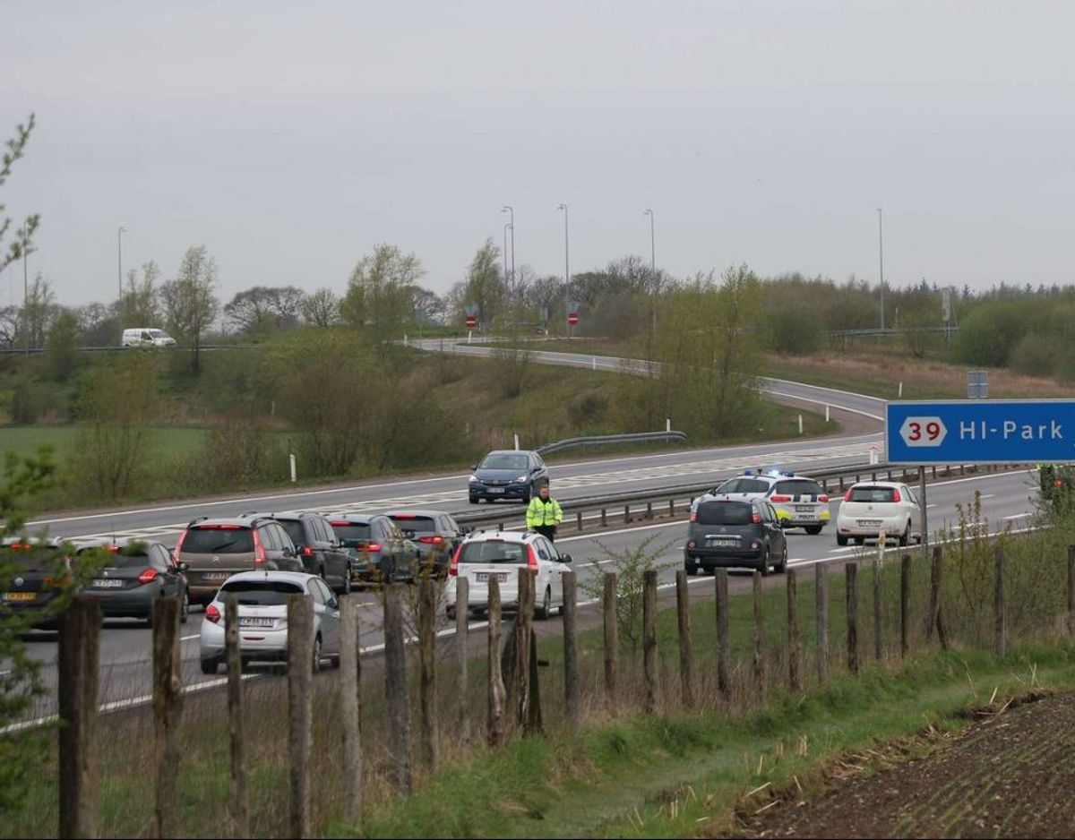 En betjent er blevet ramt af bil på Herningmotorvejen. Foto: Øxenholt foto