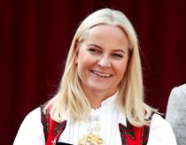 Se alvorligt syge Mette-Marit i kajak på fjorden
