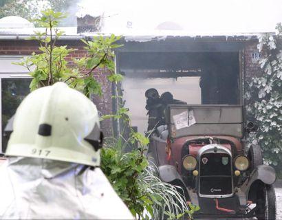 Et skur brød i brand på en adresse på Holcks Plads i Brønshøj. Foto: presse-fotos.dk