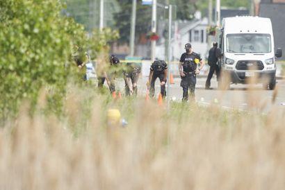 Politiet leder mandag efter beviser ved det sted, hvor en mand menes bevidst at have kørt fire muslimer ned i London, Ontario. Foto: Geoff Robins/Scanpix