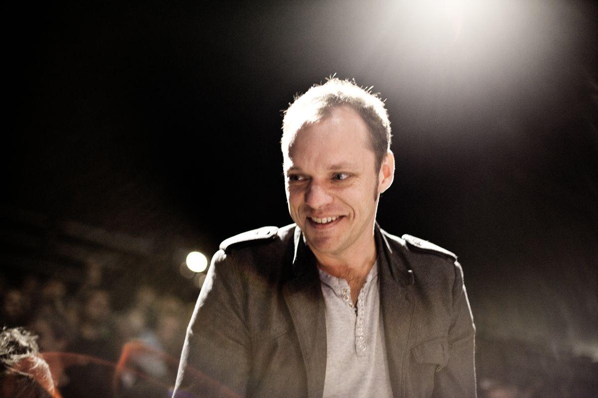 """Morten Ramsland fylder 50 år 10. juni. Her er han fotograferet, da han i 2010 modtog Danske Banks Litteraturpris for romanen """"Sumobrødre"""". (Arkivfoto)"""