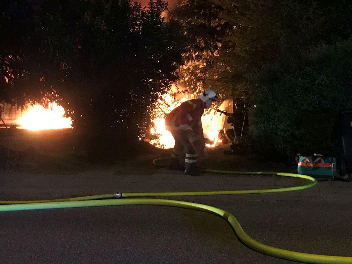Branden blev anmeldt onsdag nat klokken 00.21. Foto: Presse-fotos.dk.