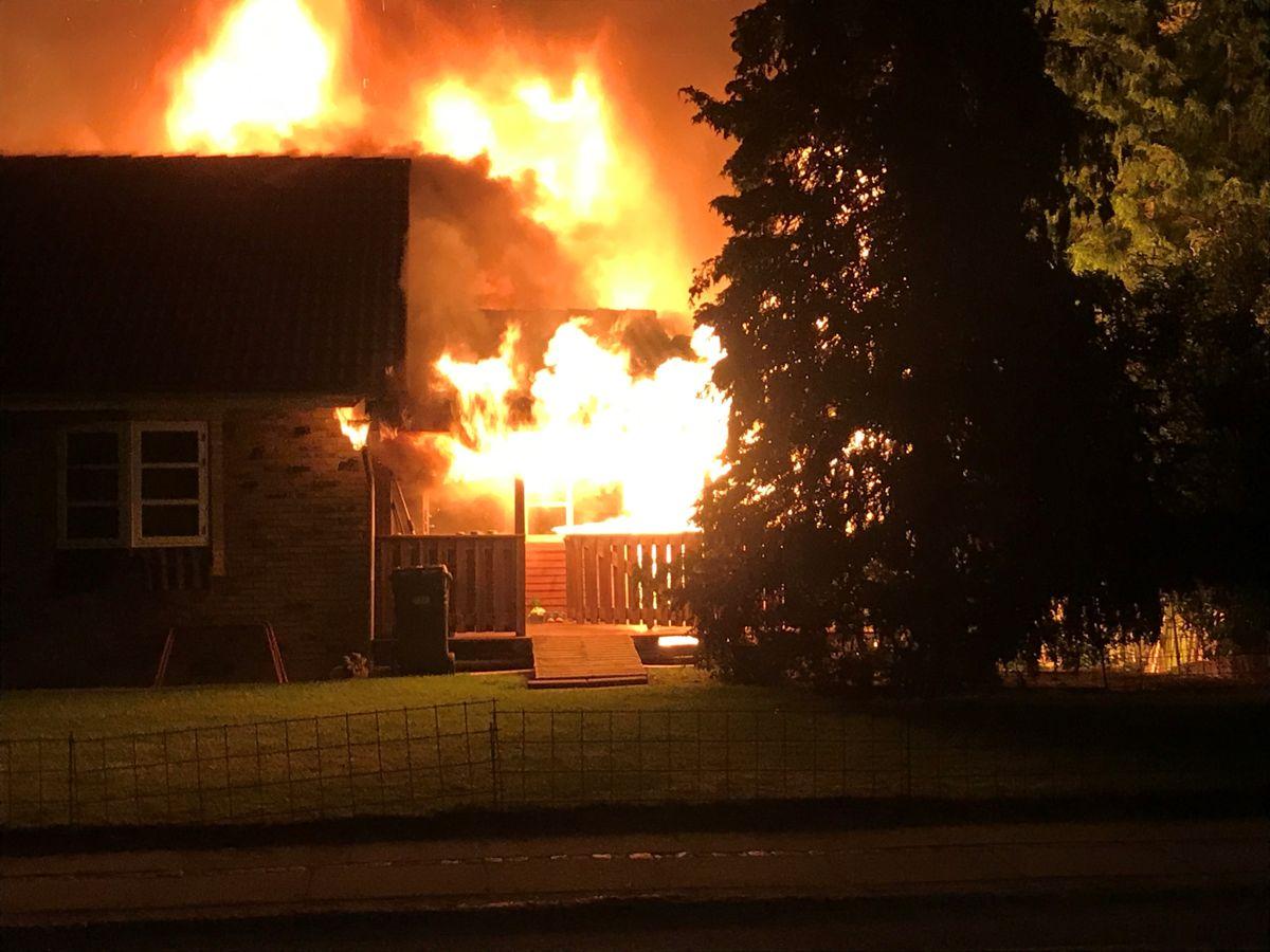 Politiet oplyser, at hele huset brændte ned. Foto: Presse-fotos.dk.
