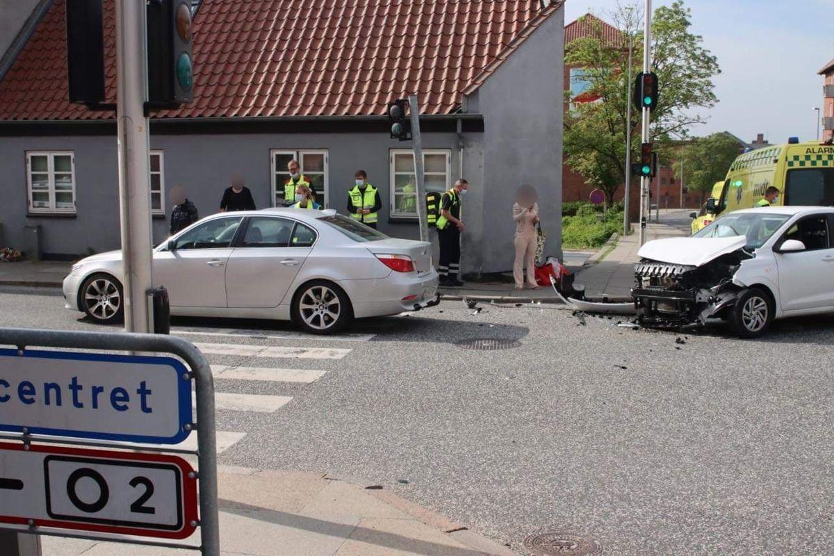 Uheldet skete i et lyskryds. Foto: Øxenholt Foto.