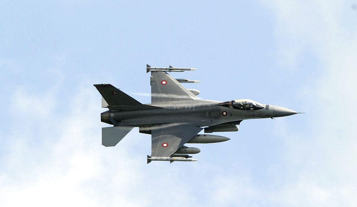 Det er to F-16 Fighting Falcon-fly, Danmark sender i luften, når man aktiverer afvisningsberedskabet. Foto: Antonio Parrinello/Scanpix.