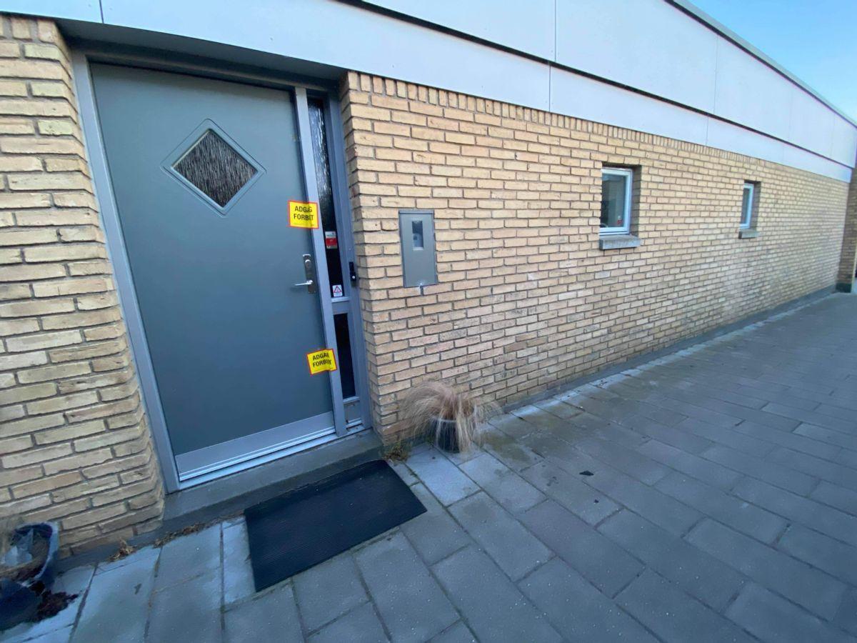 Det var på denne adresse i Aarhus-forstaden Lystrup, at kvinden angiveligt blev dræbt.