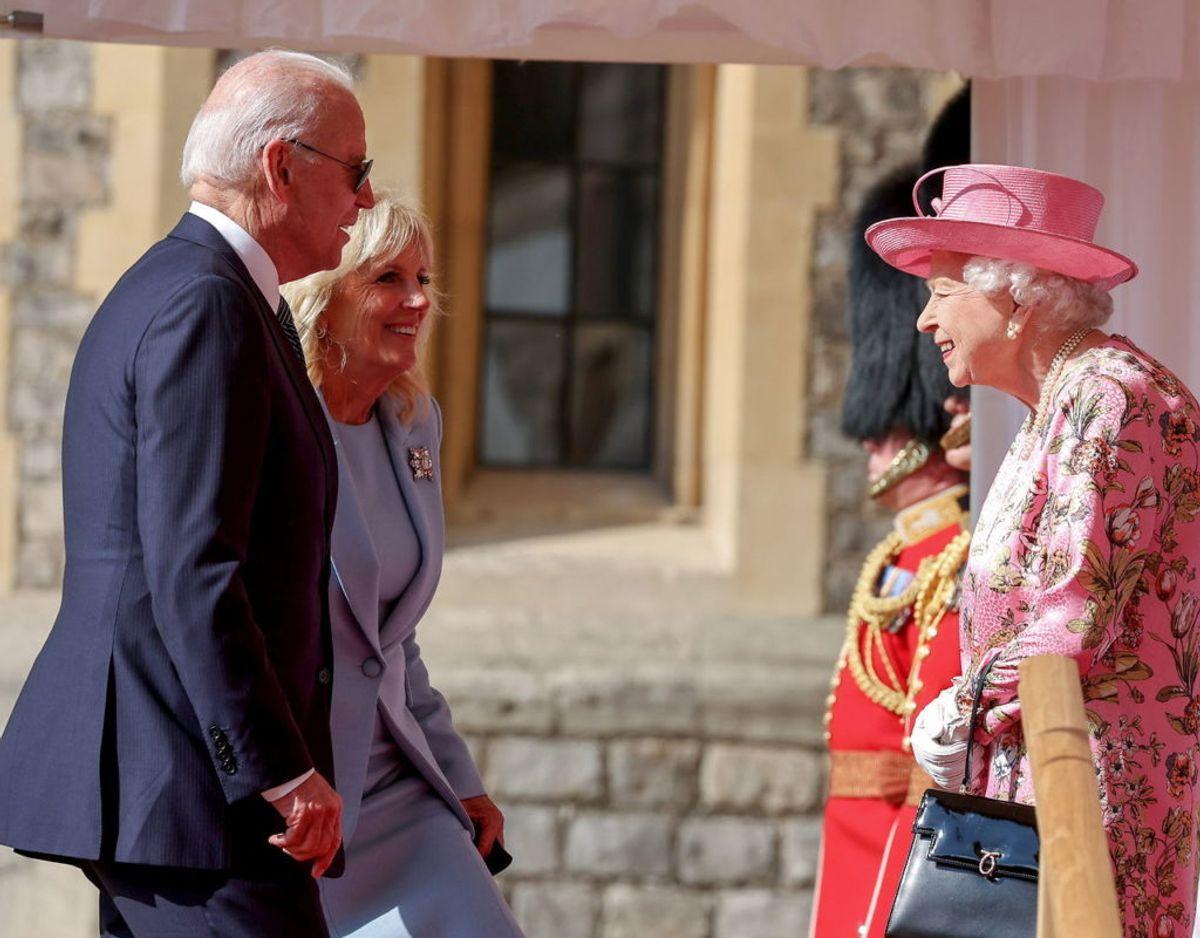 Dronning Elizabeth byder præsident Joe Biden og hans hustru velkommen på Windsor Castle. Foto: Scanpix/Chris Jackson/Pool via REUTERS