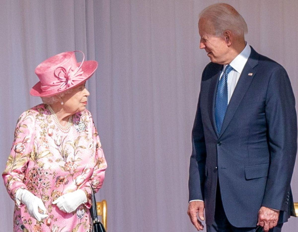 Den amerikanske præsident sagde efter mødet, at dronningen i høj grad minder ham om sin egen mor. Foto: Scanpix/Arthur Edwards/Pool via REUTERS