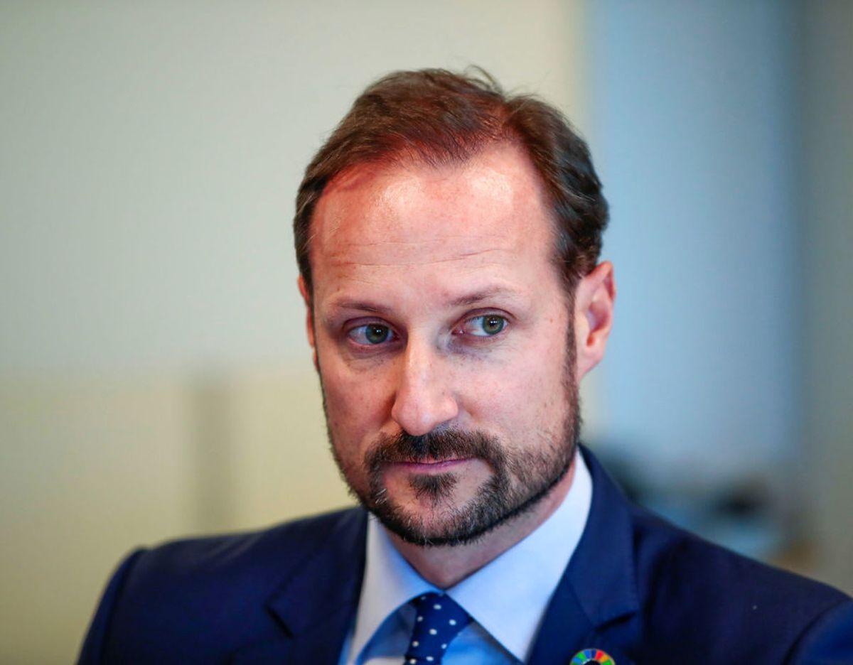 Kronprins Haakon kalder det uforståeligt, at hadbeskeder og trusler kan ramme nogen, der oven i købet har været udsat for terror. Foto: NTB Scanpix/Lise Aserud via REUTERS