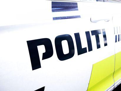 Syd- og Sønderjyllands Politi leder efter føreren af en bil, der er endt i et træ nord for Sønderborg. Eneste spor af personen er blod på forruden.