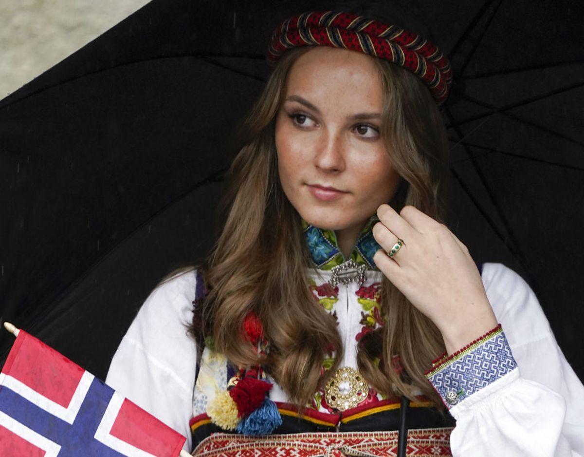 Endnu et foto af norges fremtidige dronning på nationaldagen den 17. maj. Foto: Scanpix/Lise Åserud / POOL / NTB