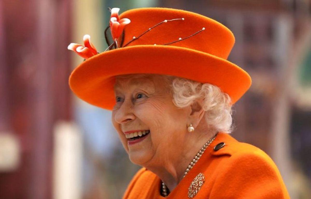 Dronning Elizabeth er den laveste i kongehuset med sine 162 centimeter. Foto: Scanpix