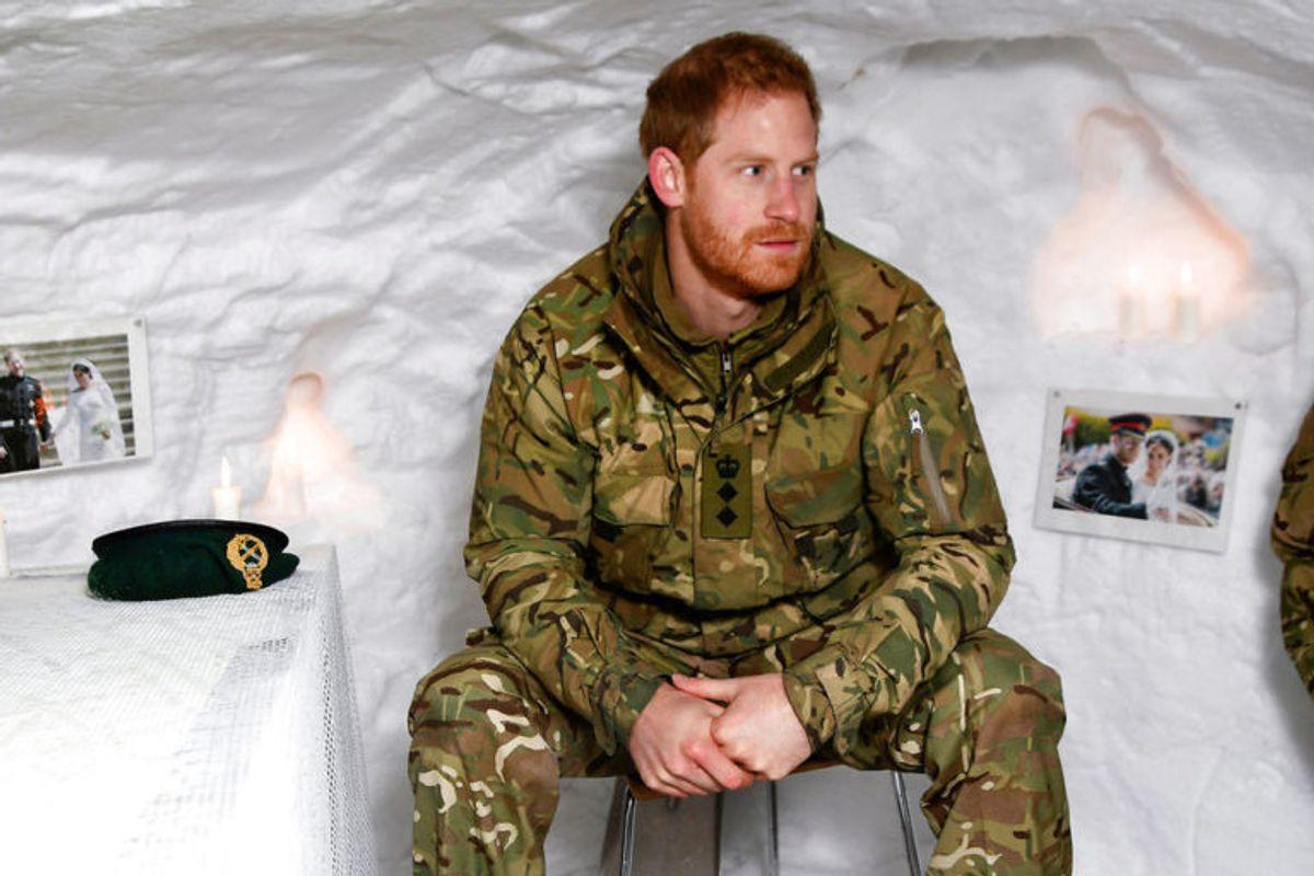 Prins Harry har været i forsvaret af flere omgange. Og med sine 188 centimeter er han godt rustet til militæret. Foto: Scanpix