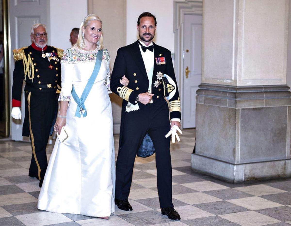 Kronprinsesse Mette-Marit er blandt de højeste kvinder med sine imponerende 179 centimeter. Foto: Scanpix