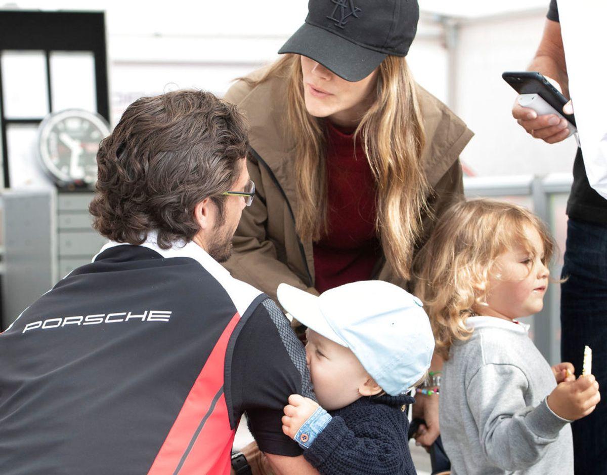 Carl Philip og Sofia ses her med deres to 'store' drenge, prins Alexander på fire år og prins Gabriel på tre. Klik videre for flere billeder. Foto: Scanpix/TT News Agency/Tommy Pedersen via REUTERS