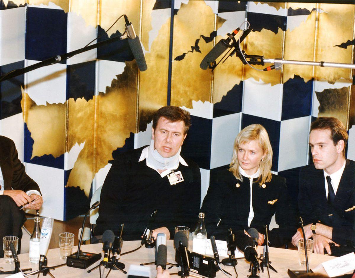 Pressemøde umiddelbart efter styrtet med SAS direktør Jan Carlzon, pilot Stefan Rasmussen, besætningsmedlem Ingrid Lagman og besætningsmedlem Anders Daquino. Foto: Ritzau Scanpix