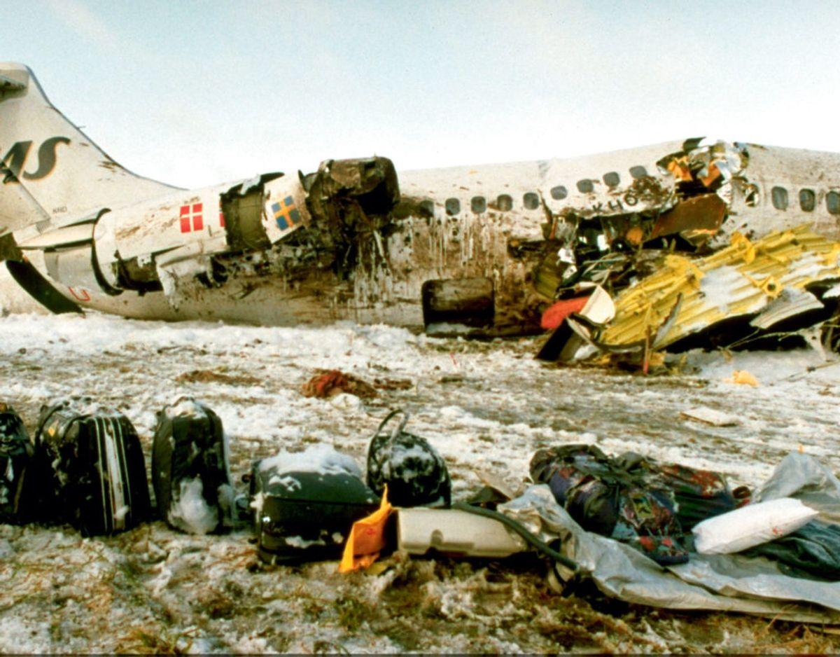 Den danske pilot Stefan Rasmussen foretog en nødlanding 20 km. fra Arlanda lufthavnen i et SAS-fly med 129 passagerer ombord. Ingen kom til skade under landingen, på trods af at flyet gik i tre stykker.  Foto: Ritzau Scanpix