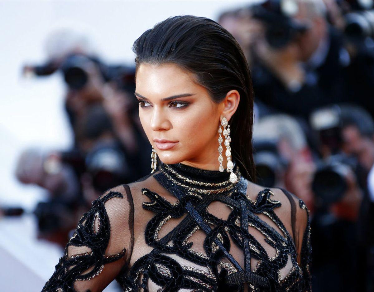 Kendall Jenner har tilsyneladende fået nok af ubudne gæster, stalkere og trusler. Nu rykker hun teltpælene op og flytter. Klik videre for flere billeder. Foto: Scanpix/REUTERS/Yves Herman