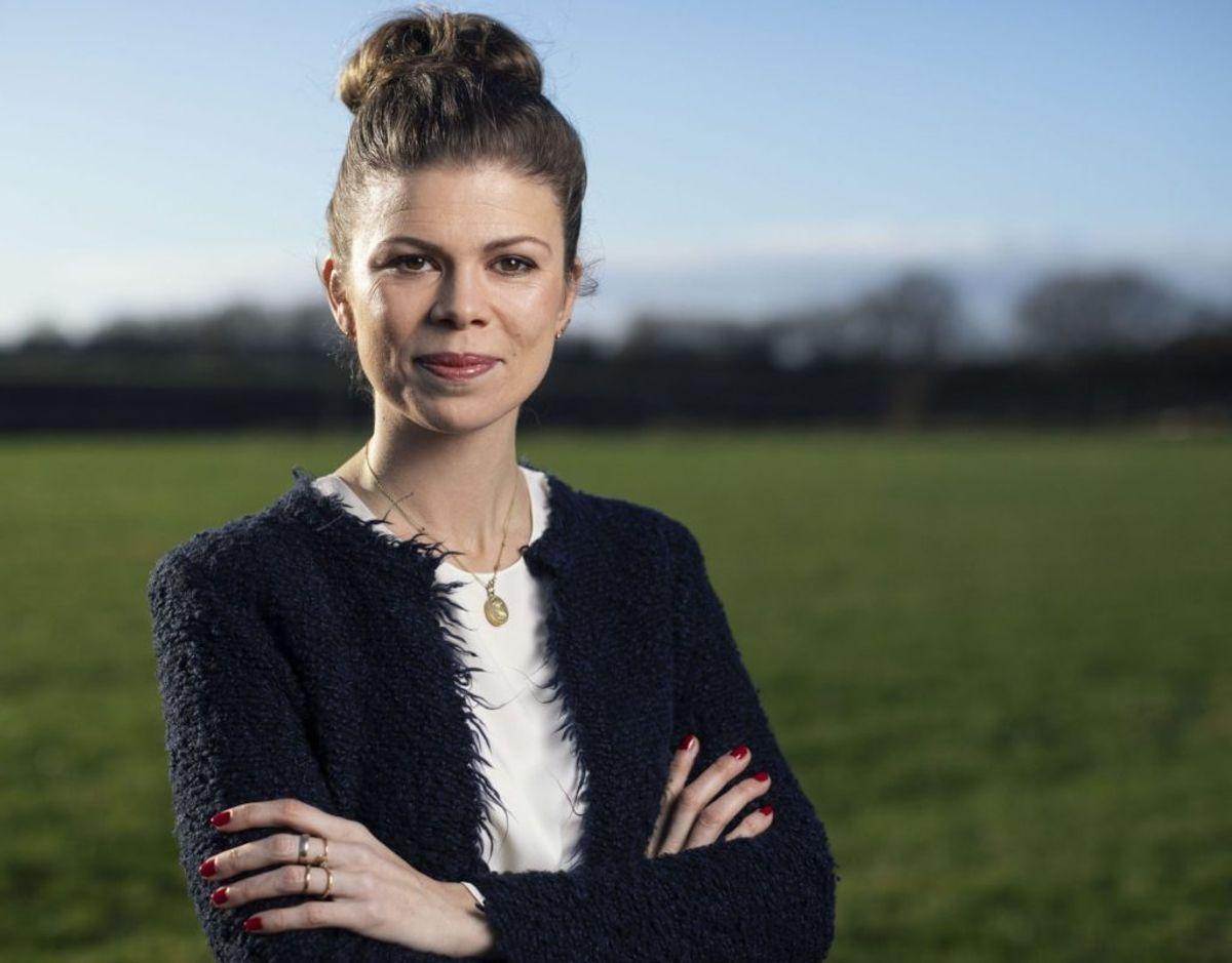 36-årige Louise Fredbo-Nielsen er den nye vært på Luksusfælden. Foto: NENT Group/Thomas Dahl