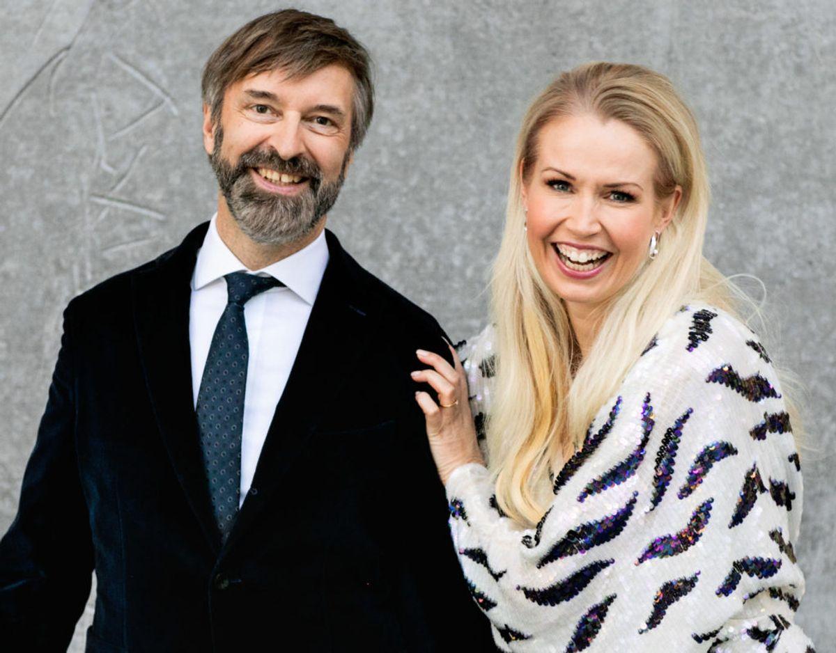 Årets værter ved Dansk Melodi Grand Prix 2021 er Tina Müller og Martin Brygmann. Klik videre i galleriet for at se, hvem årets deltagende artister er. Foto: Betina Garcia.