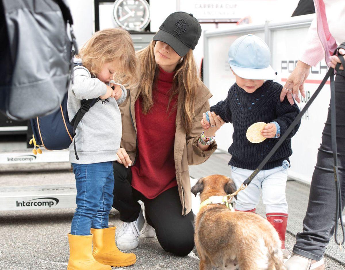 Prinsesse Sofia ses her sammen med sønnerne Gabriel og Alexander, der i dag er henholdsvis tre og fire år. Foto: Scanpix/TT News Agency/Tommy Pedersen via REUTERS