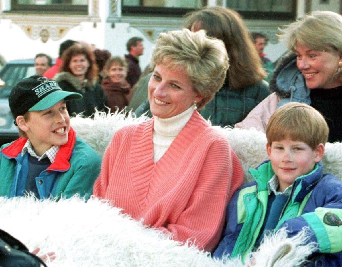 Prinsesse Diana sammen med sine to drenge prins William og prins Harry. Klik videre for flere billeder. Foto: Foto: Scanpix/Werner Nosko REUTERS
