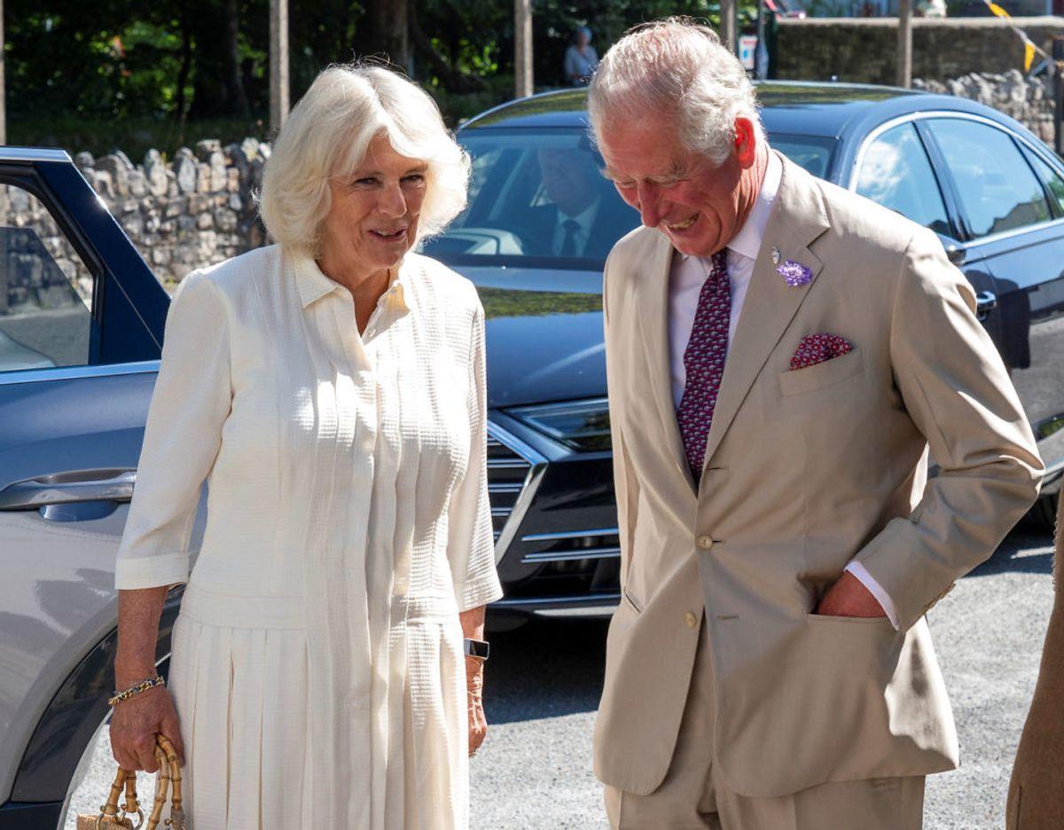 Prins Charles og hertuginde Camilla, der er blevet henholdsvis 72 og 73 år gamle, har nu påbegyndt deres vaccination mod covid-19. Klik videre for  flere billeder. Foto: Scanpix/Arthur Edwards/Pool via REUTERS
