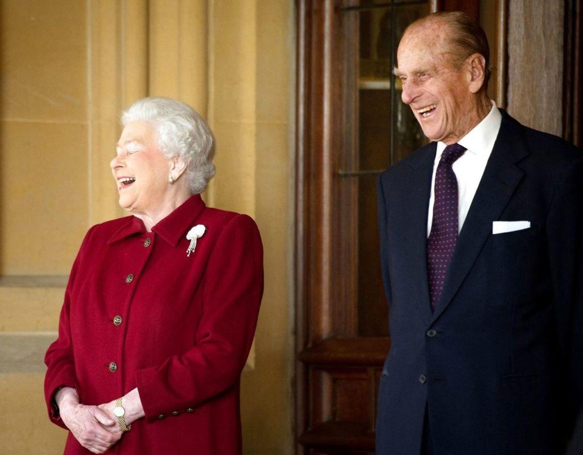 Dronning Elizabeth II og prins Philip blev som de første royale i Storbritannien vaccineret i januar i år. Foto: Scanpix/REUTERS/Leon Neal/Pool/File Photo.