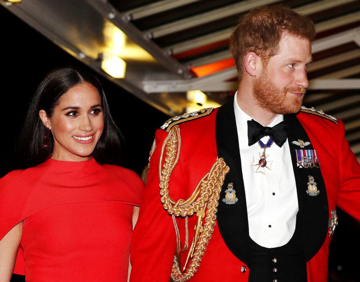 Blot en måneds tid efter Archies fødsel fik hans fødselsattest et noget mere royalt islæt. På ordre fra dronningen i øvrigt. Klik videre for flere billeder. Foto: Scanpix/REUTERS/Simon Dawson/Pool/File Photo