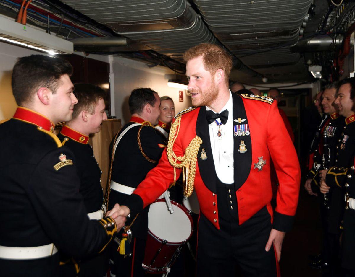 Prins Harry er angivligt parat til at gøre stor set alt for at beholde sin officielle tilknytning til de britiske, væbnede styrker. Klik videre for flere billeder. Foto: Scanpix/Eddie Mulholland/Pool via REUTERS