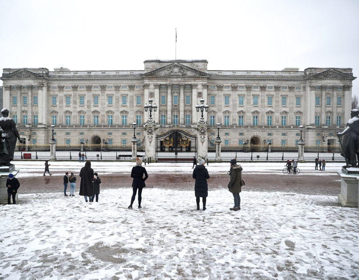 Ifølge den royale ekspert og kommentator Richard Fitzwilliams beror de stigende omkostninger til driften af kongehuset udelukkende på en hårdt tiltrængt renuvering af Buckingham Palace. Han siger samtidig, at det er kongehuset selv, og ikke skatteyderne, der financierer renoveringen.  Foto: Scanpix/REUTERS/Hannah McKay