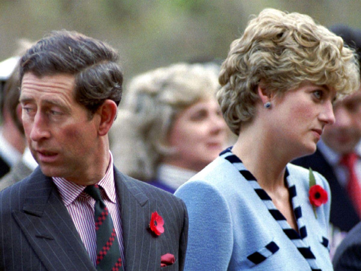 I fjerde sæson af The Crown oplever seerne den spæde start på Charles og Dianas forhold. Men ikke alt er sandt ved deres første møde. KLIK VIDERE OG SE FLERE BILLEDER. Foto: STR New/Ritzau Scanpix