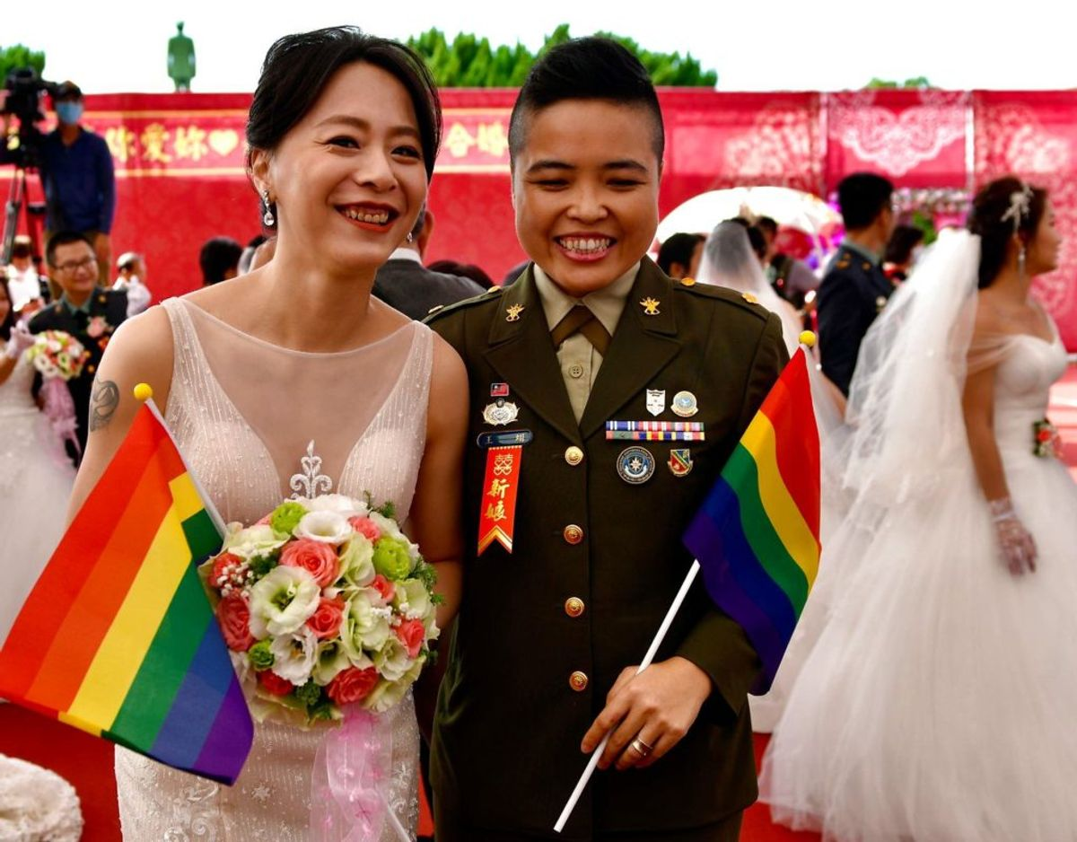 Iblandt parrene var mindst to, hvor begge parter er af samme køn. foto: Sam Yeh / Scanpix