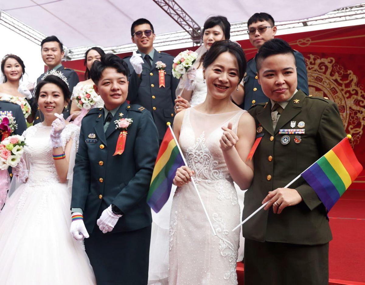 I samtlige par er mindst den ene halvdel ansat i militæret. Foto: Scanpix