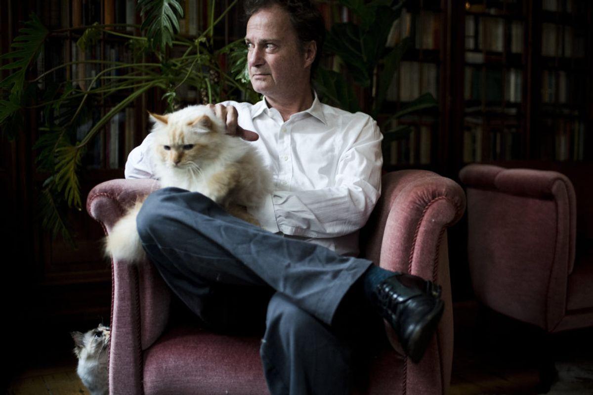 """Knud Romer er oprindelig tekstforfatter. I 2006 debuterede han med den roste roman """"Den der blinker er bange for døden"""". Den 21. oktober fylder han 60 år. (Arkivfoto) – Foto: Mads Joakim Rimer Rasmussen/Ritzau Scanpix."""